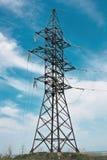 多云生产线上限天空电压 免版税库存照片