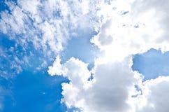 多云风雨如磐的天空 库存图片