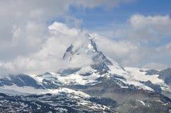 多云马塔角高峰瑞士 免版税库存图片