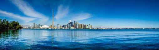 多伦多有安大略湖的地平线全景 免版税图库摄影