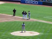 多伦多蓝鸟投手Marc Rzepczynski在与象playe的土墩并肩作战 库存照片