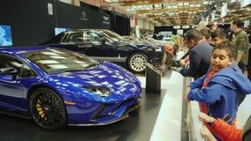 多伦多,加拿大, 2018年2月20日:在多伦多世界博览会的一定数量昂贵的豪华汽车 影视素材