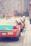 多伦多,加拿大- 4月12 :出租车排队的等待的顾客 库存图片
