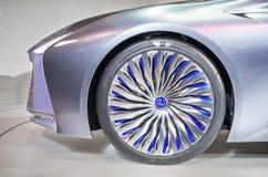 多伦多,加拿大- 2018-02-19 :凌志LS概念的华美的轮子外缘,在凌志品牌被显示 图库摄影