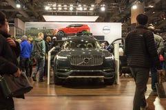 多伦多,加拿大- 2018-02-19 :访客2018在富豪集团XC90豪华SUV附近的加拿大国际AutoShow在富豪集团 免版税库存图片