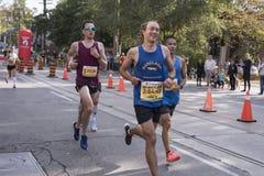 多伦多, ON/CANADA - 2017年10月22日:一个马拉松运动员/步测器与 库存照片