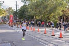 多伦多, ON/CANADA - 2017年10月22日:乌干达马拉松运动员亚历克斯 库存照片