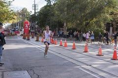 多伦多, ON/CANADA - 2017年10月22日:加拿大马拉松运动员杰夫 免版税库存图片