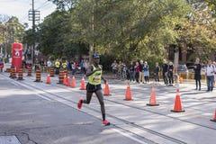 多伦多, ON/CANADA - 2017年10月22日:加拿大马拉松运动员瑟米 库存照片