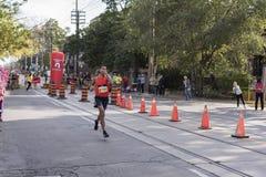 多伦多, ON/CANADA - 2017年10月22日:加拿大马拉松运动员Bagh 免版税库存照片