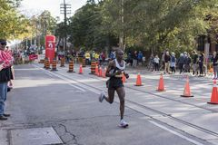 多伦多, ON/CANADA - 2017年10月22日:加拿大马拉松运动员Bena 免版税库存照片