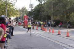 多伦多, ON/CANADA - 2017年10月22日:加拿大马拉松运动员Davi 库存图片