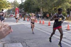 多伦多, ON/CANADA - 2017年10月22日:加拿大马拉松运动员Mela 免版税库存图片