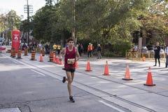 多伦多, ON/CANADA - 2017年10月22日:美国马拉松运动员亚历山大 库存照片