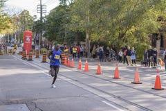 多伦多, ON/CANADA - 2017年10月22日:肯尼亚马拉松运动员埃里克N 免版税库存图片