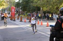 多伦多, ON/CANADA - 2017年10月22日:肯尼亚马拉松运动员Phile 免版税库存图片