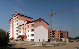 多公寓的建筑的过程 库存照片