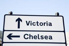 维多利亚和切尔西路牌,伦敦 图库摄影