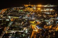 维多利亚和阿尔伯特江边,开普敦的夜视图 免版税库存照片