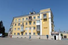 `维多利亚在正方形的`咖啡馆在10月在Barnaul 免版税库存图片