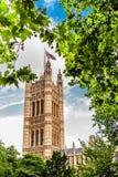 维多利亚塔在议会议院里在伦敦,英国 免版税库存图片