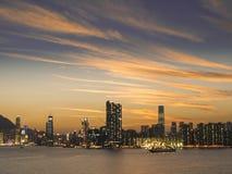 维多利亚港口,黄昏的香港 免版税库存照片
