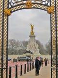 维多利亚纪念品,白金汉宫,伦敦,英国 免版税库存照片