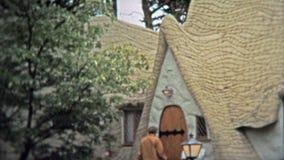 维多利亚, BC - 1972年:古国移居者房子旅游胜地在不列颠哥伦比亚省,加拿大 影视素材