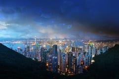 从维多利亚` s峰顶的香港海岛在晚上 免版税库存图片