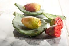 多刺果子的梨 免版税库存图片