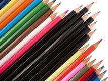 多只对角蜡笔和黑的笔 免版税库存照片