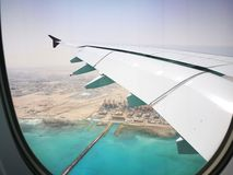 多哈卡塔尔, 2017年3月17日飞行与卡塔尔航空在哈马德国际机场是多哈国际机场  库存图片