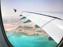 多哈卡塔尔, 2017年3月17日飞行与卡塔尔航空在哈马德国际机场是多哈国际机场  库存照片
