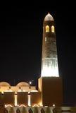 多哈在晚上,卡塔尔全部清真寺尖塔  库存照片