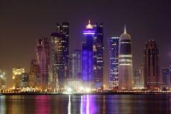 多哈地平线在晚上。卡塔尔 免版税库存图片