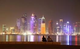 多哈地平线在晚上。卡塔尔 免版税库存照片