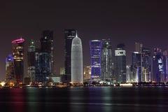 多哈地平线在晚上,卡塔尔 免版税库存图片