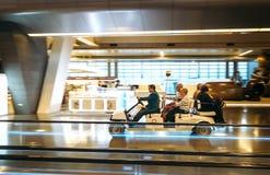 多哈市,卡塔尔- 2017年12月18日:机场电车carri 免版税库存照片