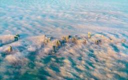 多哈通过早晨雾-卡塔尔,波斯湾鸟瞰图  免版税图库摄影