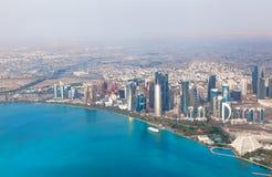 多哈,卡塔尔。在现代城市的概略的看法 免版税库存照片