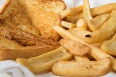 多士和炸薯条,开胃菜早餐 库存照片