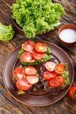 多士用新鲜的蕃茄 免版税库存图片
