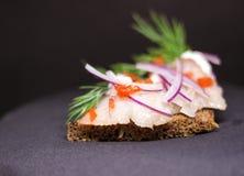 多士用鲱鱼和酸奶干酪 库存图片