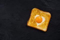 多士用鸡蛋为情人节 库存照片