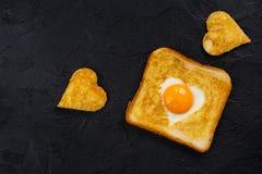 多士用鸡蛋为情人节 库存图片