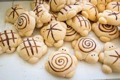 多士面包逗人喜爱的乌龟形状 免版税库存照片