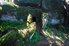 多姆斯de janas,史前埋葬结构 免版税库存照片