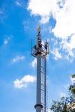 多孔的网络移动电话无线电铁塔 库存图片