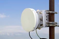 多孔的通信的无线电中继天线 免版税库存图片