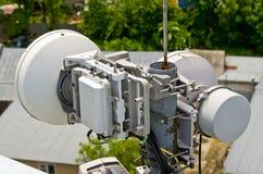 多孔的通信的无线电中继天线 库存图片